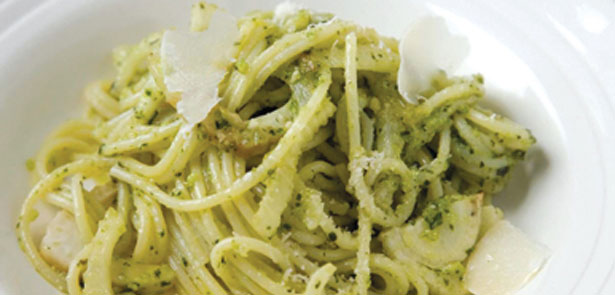 Spaghetti-with-Pesto-and-Fennel