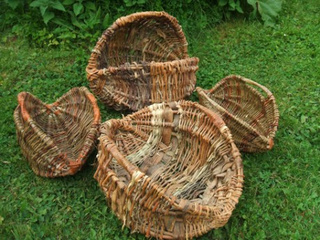 Weaving bast basket from a magazine rod 12